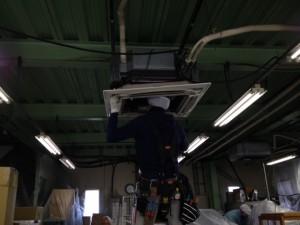 エアコン工事 施工中 名古屋市港区