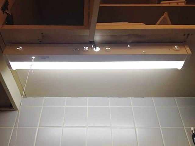 台所・キッチンの棚下灯の照明電気工事のご依頼をいただきました!(名古屋市南区)